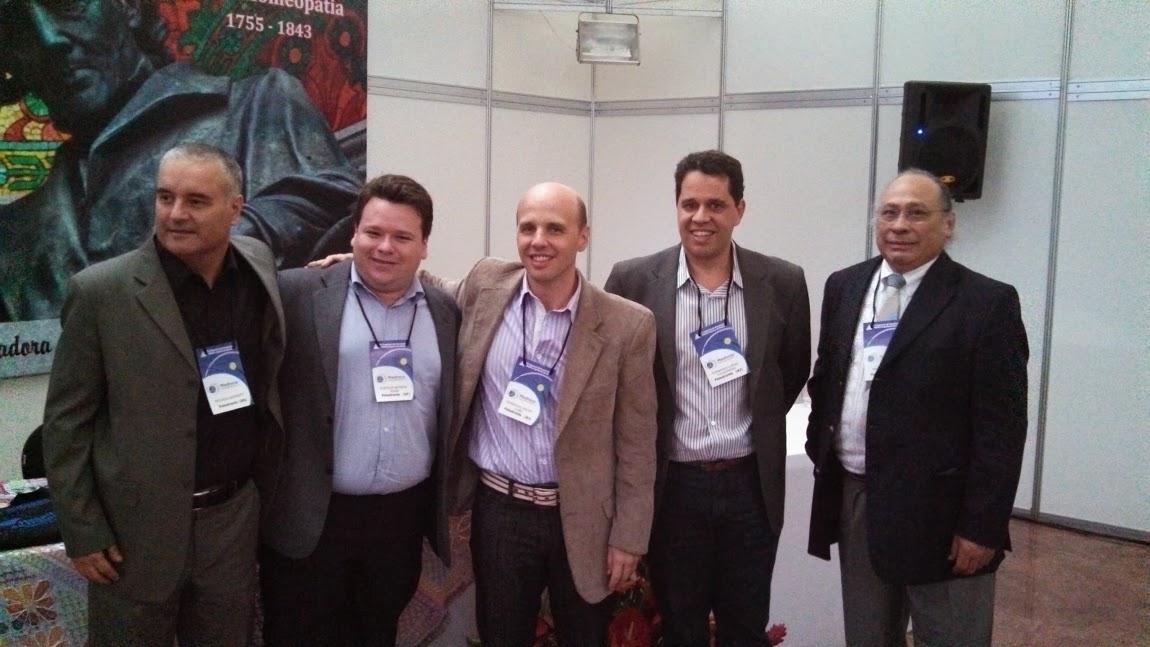 Da esquerda para a direita, os professores Javier Gamarra, Fernando Lopes Figueiredo (RJ), Domingos Vaz do Cabo (Abrah-RJ), Rodrigo Bassi (Abrah-SP) e Ricardo Burkert (RS), por ocasião do MEDINESP 2013, ocorrido em Maceió, AL.